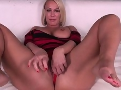 Domineer pretty good MILF Mellanie Monroe doesn't even punishment getting barren previous to this babe masturbates