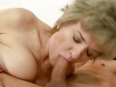 Raunchy granny widens her lips round a stiff fuck pole