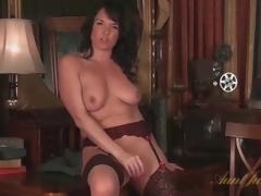 Mama in ideal nylons masturbates solo