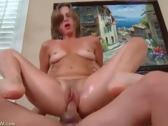 Milf cunt is soaking wet as that babe rides his shlong