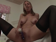 Solo mom turns on her cunt with a toy
